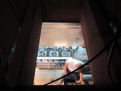 レドゥギャルソン2階から厨房
